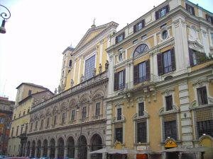 Trevi_-_palazzo_colonna_e_basilica_santi_apostoli_ritoccata