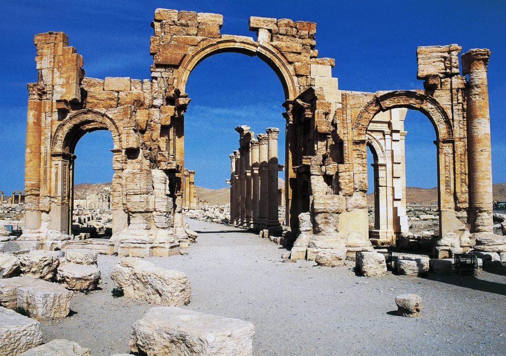 The triumphal arch of Septimius Severus, Palmyra (Unesco World Heritage List, 1980), Syria. Roman civilisation, 1st-2nd century AD. [95021510]